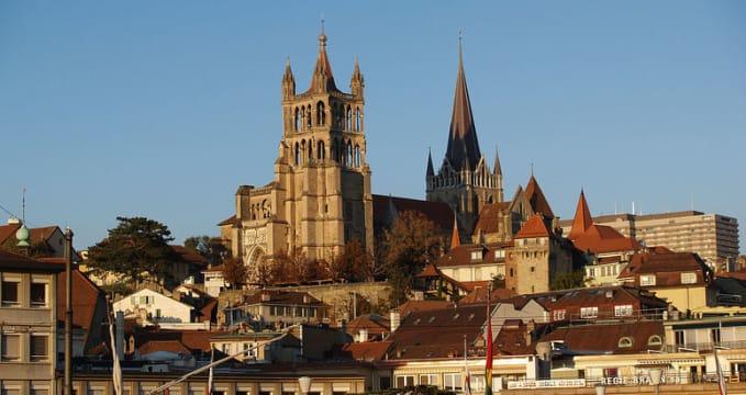 Katedrála Lausanne - http://en.wikipedia.org/wiki/Bishop_of_Lausanne#mediaviewer/File:Cath%C3%A9drale,_Lausanne.jpg