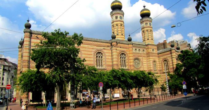 Velká synagoga  - https://www.flickr.com/photos/vegamaster/5750297382