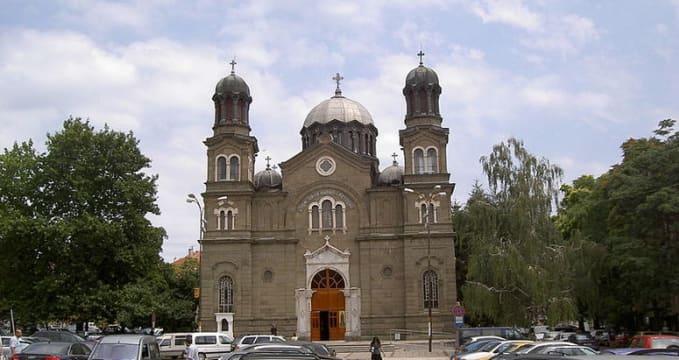Katedrála sv. Cyrila a Metoděje - http://commons.wikimedia.org/wiki/File:KIM_Burgas.JPG