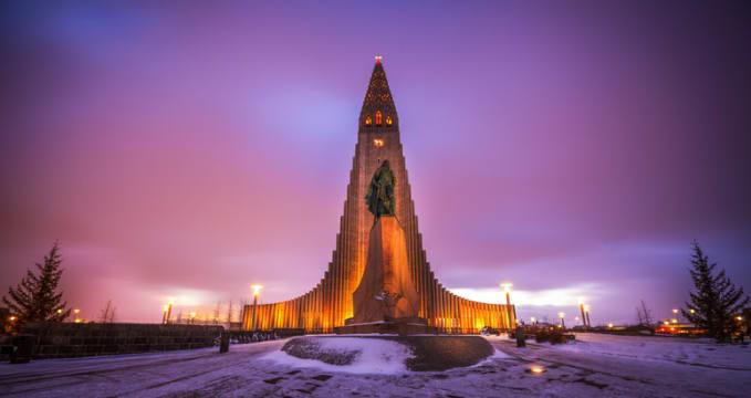 Kostel Hallgrímskirkja - https://www.flickr.com/photos/anieto2k/12048532816
