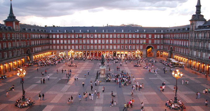 Plaza Mayor v Madridu - http://commons.wikimedia.org/wiki/File:Plaza_Mayor_de_Madrid_06.jpg
