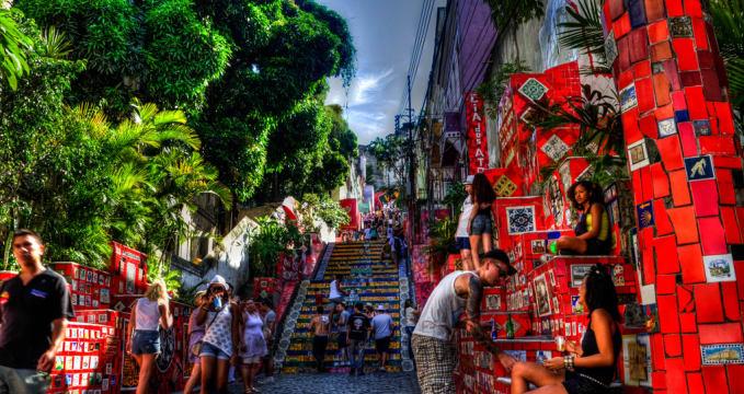 Selarónovy schody v Lapa neboli Escadaria Selarón - https://www.flickr.com/photos/rwoan/6917380261/