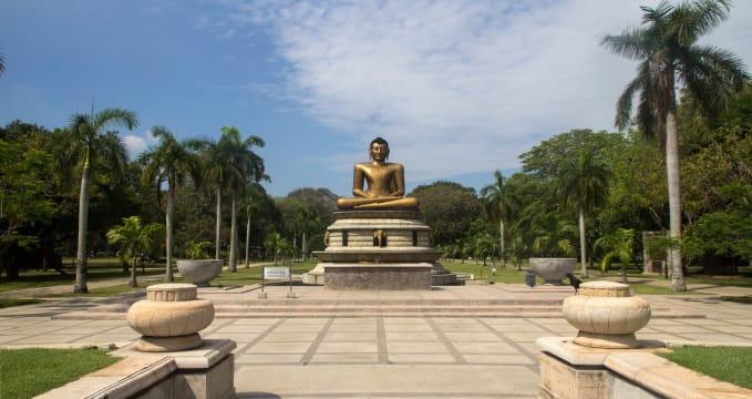 Park Viharamahadevi  - https://www.flickr.com/photos/fruitsofkarma/16398450023/