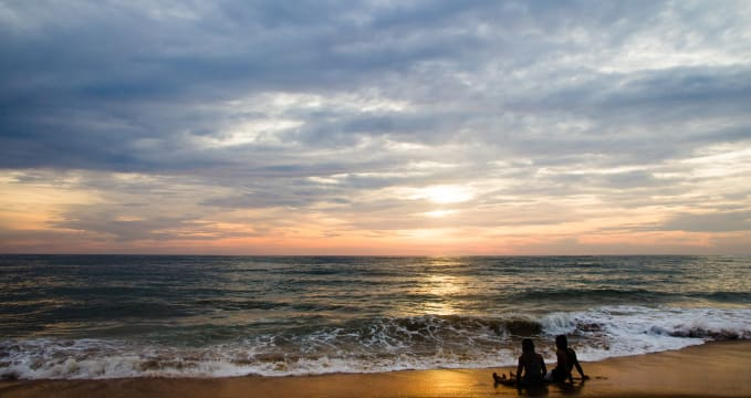 Pláž Mount Lavinia  - https://www.flickr.com/photos/fruitsofkarma/17078174588/