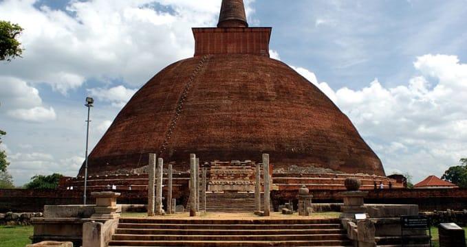 Jetavanaramaya - https://en.wikipedia.org/wiki/Jetavanaramaya#/media/File:Jetavanaramaya_Stupa.jpg