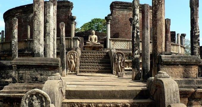 Posvátné městečko Vatadage  - https://commons.wikimedia.org/wiki/File:Polonnaruwa_Vatadage_sri_lanka_(6)_(1).jpg