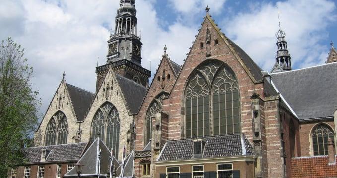 Kostel Oude Kerk - https://www.flickr.com/photos/zamito44/4897340975/