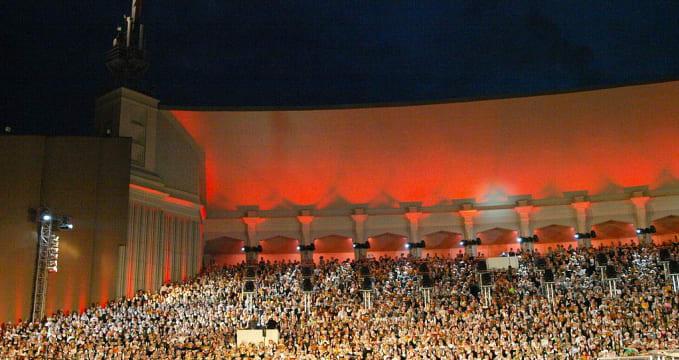 Svátky písní, Riga, závěrečný koncert - https://en.wikipedia.org/wiki/Latvian_Song_and_Dance_Festival#/media/File:Latvian_song_festival_by_Dainis_Matisons,_2008-2.jpg