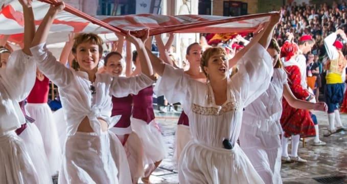 Zahájení letního festivalu - http://www.dubrovnik-festival.hr/hr/novosti/na-kandeloru-predstavljanje-pretprograma-67-dubrova%C4%8Dkih-ljetnih-igara