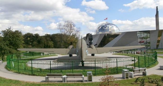 Muzeum - Great Patriotic War - https://commons.wikimedia.org/wiki/File:Lisunov_Li-2_Rear_View_Belarusian_Great_Patriotic_War_Museum_Minsk_27_August_2014.JPG