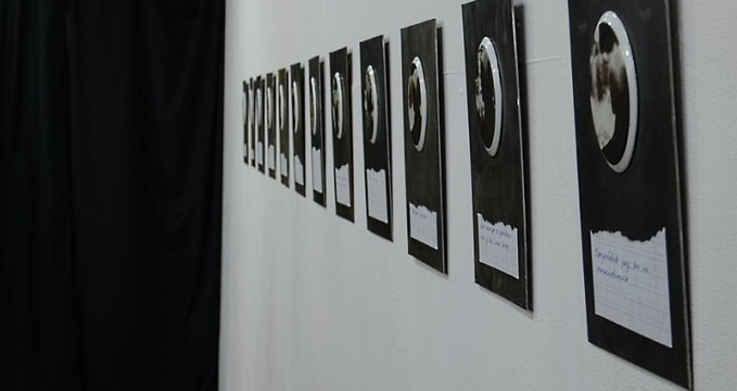 «Ў» Gallery - https://commons.wikimedia.org/wiki/File:LOGOSES_-_Exhibition_by_Konstantin_Selikhanov_6.03.2014_%D0%8E_gallery_Minsk_04.JPG