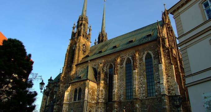 Katedrála sv. Petra a Pavla - https://commons.wikimedia.org/wiki/File:Petrov_(back_view).JPG