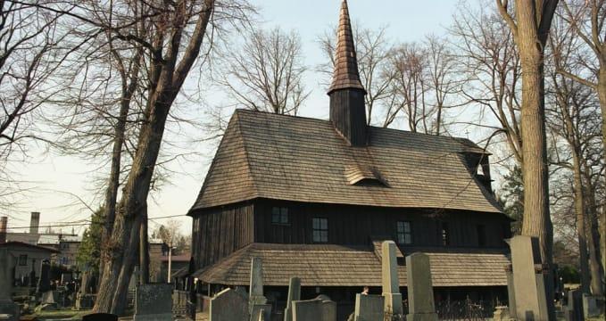 Hřbitovní kostelík - https://commons.wikimedia.org/wiki/File:Broumov1(js).jpg
