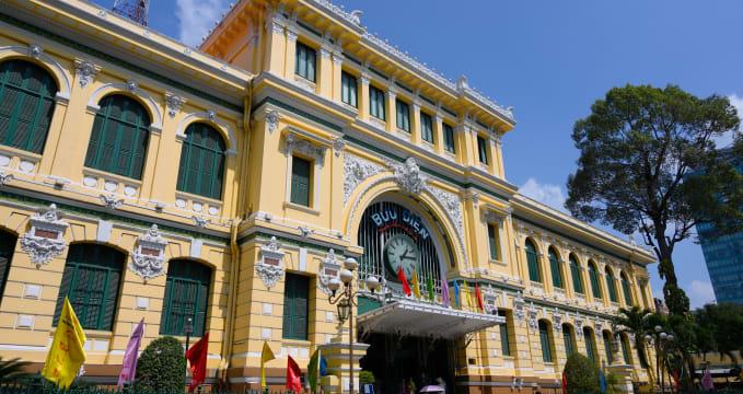 Ústřední pošta v Saigonu - https://www.flickr.com/photos/xiquinho/49067545653/