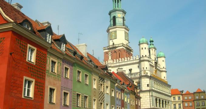 Radnice na Starém náměstí - https://commons.wikimedia.org/wiki/File:Renaissance_Town_Hall,_Poznan.jpg