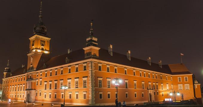 Královský zámek - https://commons.wikimedia.org/wiki/File:Plac_Zamkowy_s.jpg
