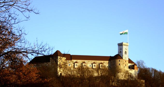 Lublaňský hrad  - https://www.flickr.com/photos/brightblightcafe/2214145277/