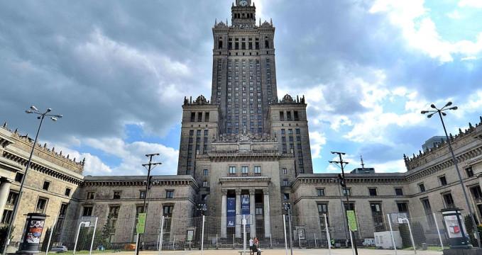 Palác kultury a vědy - https://commons.wikimedia.org/wiki/File:Pa%C5%82ac_Kultury_i_Nauki_-_Pa%C5%82ac_M%C5%82odzie%C5%BCy_w_Warszawie.JPG