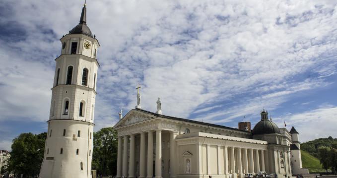 Katedrála Vilnius - https://www.flickr.com/photos/viviendoenlaerapop/19083620966/
