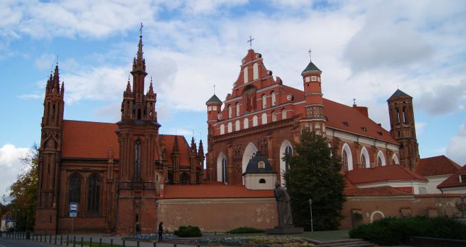 Kostel sv. Anny Vilnius - https://www.flickr.com/photos/guillaumespeurt/8123183908/