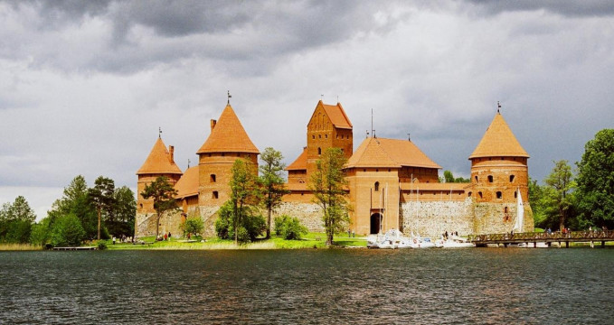 hrad Trakai - https://www.flickr.com/photos/paracon/5083765876/