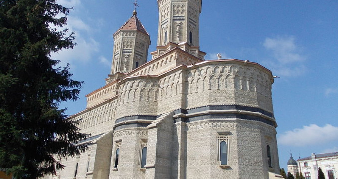 Kostel Tří hierarchů - https://commons.wikimedia.org/wiki/File:Iglesia_Trei_Ierarhi_(acabada).jpg?uselang=cs