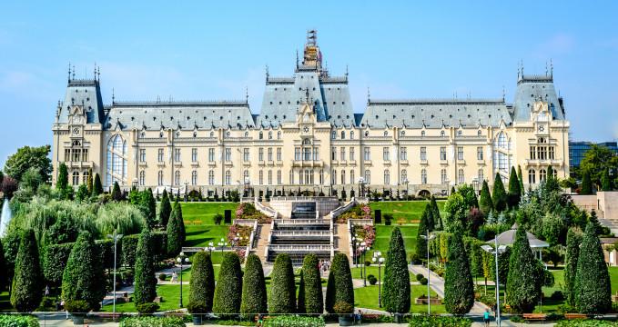 Palác kultury - https://www.flickr.com/photos/adcolin/21392419306/in/photolist-iuTnDb-iy4umZ-yAnJXC