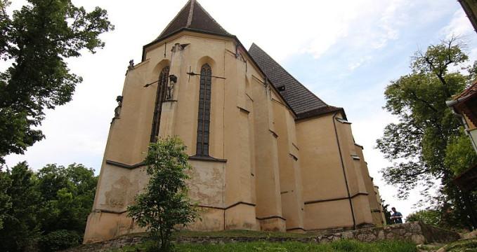 Kostel na kopci - https://commons.wikimedia.org/wiki/File:Biserica_din_deal,_Sighi%C8%99oara_01.jpg?uselang=cs