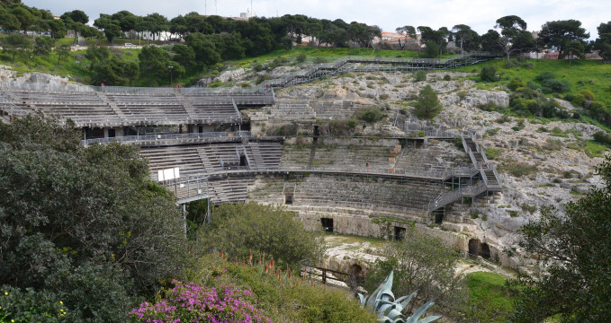 Anfiteatro Romano di Cagliari - https://www.flickr.com/photos/carolemage/16558175351/in/photolist-qhjGbS-qhwVfc-Mt41E-rebYDV