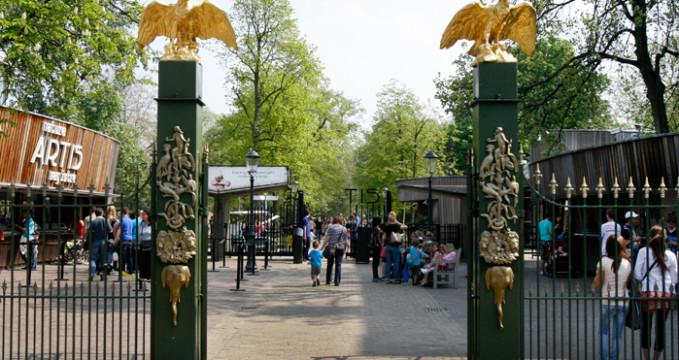 Zoologická zahrada Artis - https://commons.wikimedia.org/wiki/File:NL-Artis-ingang.jpg