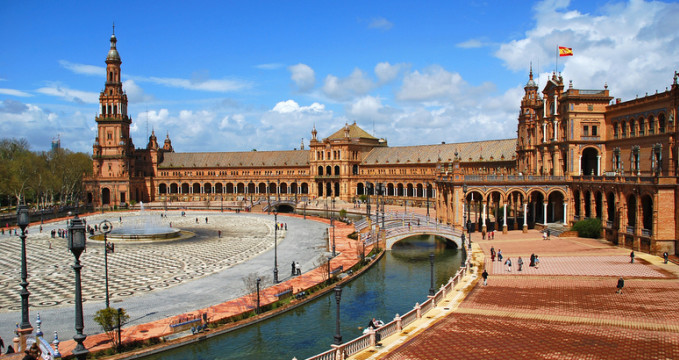 Plaza de España, Seville - https://www.flickr.com/photos/53063178@N08/9095700908/