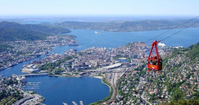 Bergen z hory Ulriken - https://www.flickr.com/photos/satrevik/1569379949/