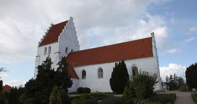 Kostel Elmelunde - http://commons.wikimedia.org/wiki/File:Elmelunde_Kirke_20090813-106.JPG