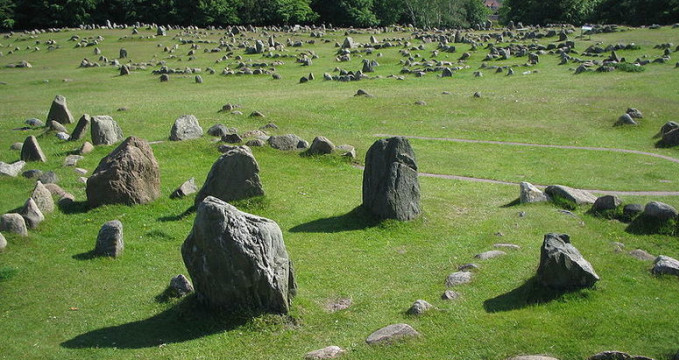 Lindholm Høje - http://commons.wikimedia.org/wiki/File:Lindholm_H%C3%B8je_2.JPG