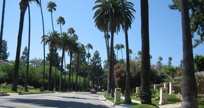 Beverly Hills - http://commons.wikimedia.org/wiki/File:Beverly_Hills11.JPG