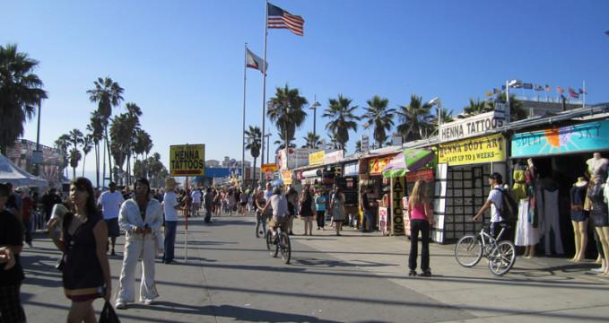Venice Boardwalk - https://www.flickr.com/photos/la-citta-vita/4879940935