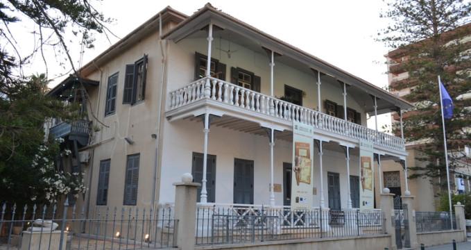 Archeologické muzeum - http://en.wikipedia.org/wiki/File:Pierides_Museum.JPG