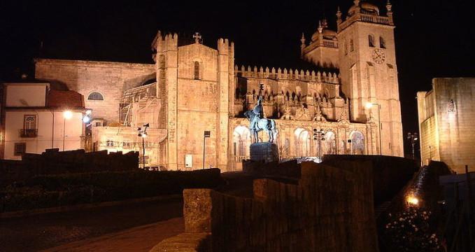Katedrála Sé do Porto - http://commons.wikimedia.org/wiki/File:Nt-se_do_porto1.jpg