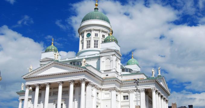 Helsinská katedrála - https://www.flickr.com/photos/hbarrison/9637223866/