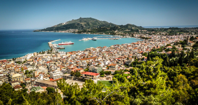 Zakinthos city z Bochali - https://www.flickr.com/photos/alistairford/8780936027