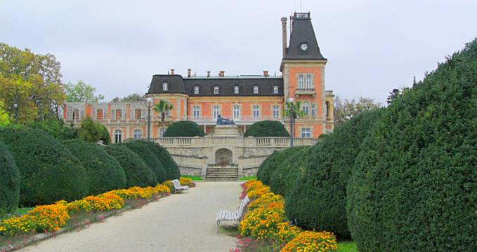 Palác Euxinograd - http://en.wikipedia.org/wiki/File:Euxinograd-palace-benkovski.png