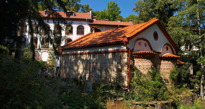Dragalevtsi Monastery - https://en.wikipedia.org/wiki/Dragalevtsi_Monastery#mediaviewer/File:Dragalevtsi_Monastery_TB_(8).jpg