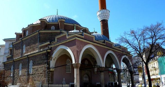 Mešita Banja Baši - https://commons.wikimedia.org/wiki/File:Banya_Bashi_Mosque_in_Sofia.jpg
