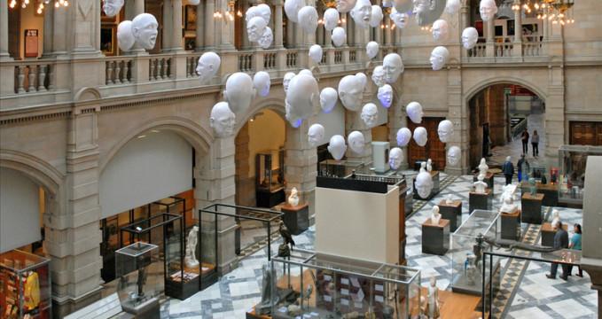 Galerie a muzeum Kelvingrove - https://www.flickr.com/photos/dalbera/3838792609/