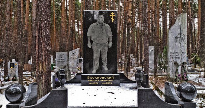 hřbitov mafie - http://www.angelafoxpetersen.com/wp-content/uploads/2012/07/Mobster-4.jpg