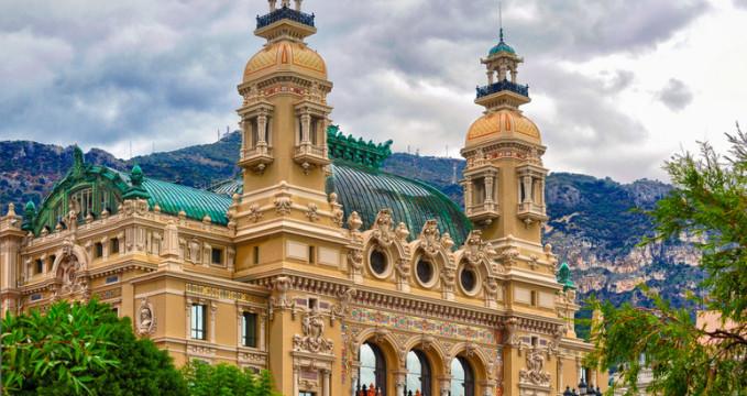 Monte Carlo kasino a operní dům - https://www.flickr.com/photos/chaya/5150332402
