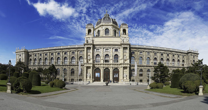 Přírodní historické muzeum - http://commons.wikimedia.org/wiki/File:Naturhistorisches_Museum_-_Museo_de_Historia_Natural.jpg
