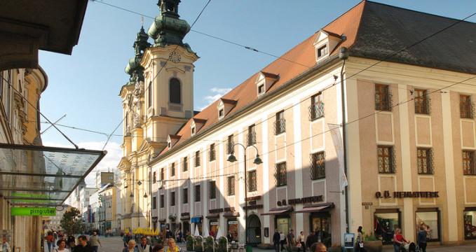 Uršulin kostel - https://www.flickr.com/photos/linz_inside/3674067007