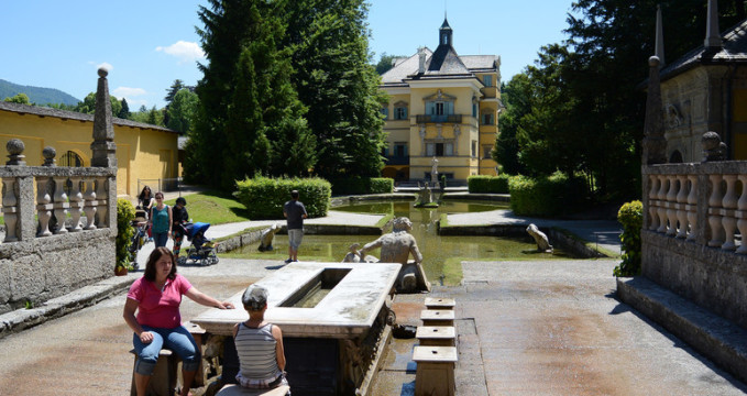 Zámek Hellbrunn - https://www.flickr.com/photos/flightlog/14194676378
