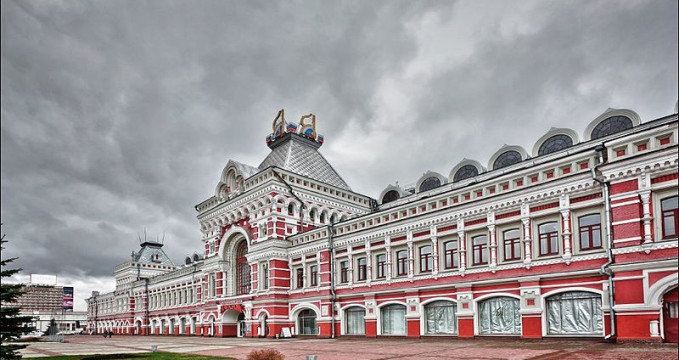 Veletržní palác - https://commons.wikimedia.org/wiki/File:Main_Fair_building_in_Nizhny_Novgorod.jpg